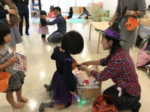 Trick-or-Treating with kids around Tsukiminosato.