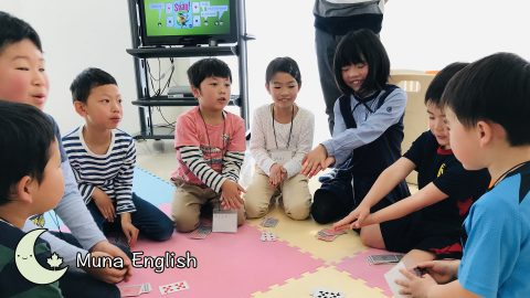 "Elementary Kids Playing ""Snap"""